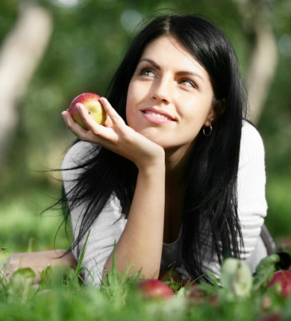 woman-smiling-apple-720x479